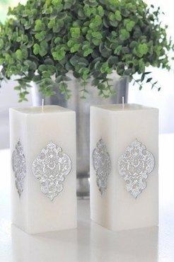 Witte kaars met barok print zilver groot