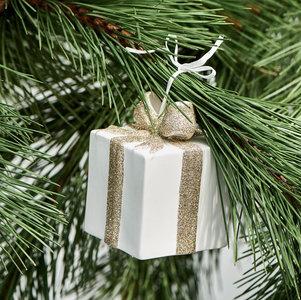 Prettiest present ornament m